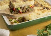 Shepherd's Pie with Ground Beef & Garlic Mashed PEI Potatoes