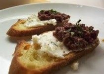 Olive Tapenade w/Garlic & Goats Cheese