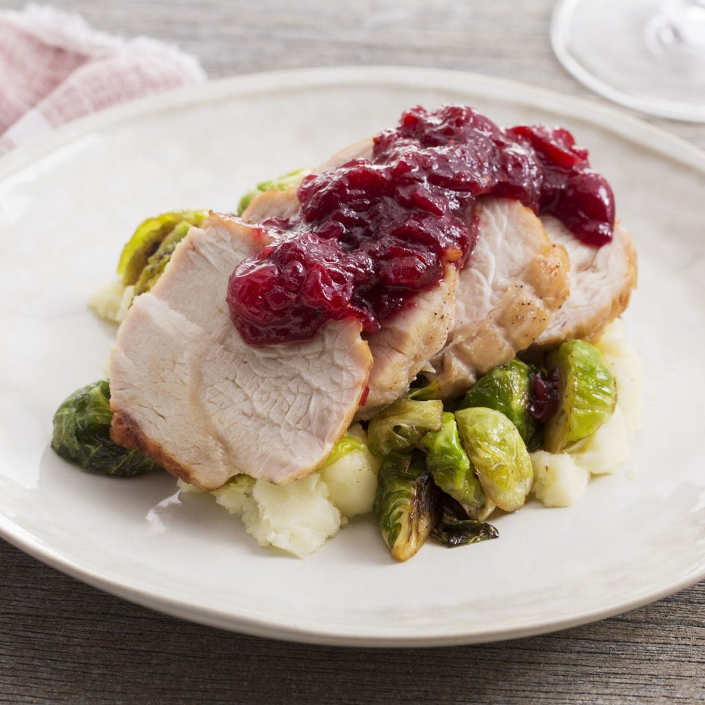 www.garlicrecipes.ca - Turkey Roast Dinner with Cranberry ...